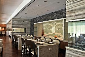 A restaurant or other place to eat at Hilton McLean Tysons Corner