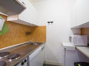 A kitchen or kitchenette at Apartment Le Curling B-7