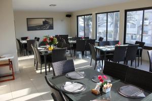 Ein Restaurant oder anderes Speiselokal in der Unterkunft Prost Hotel Swakopmund Namibia