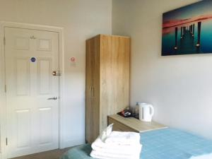 A bed or beds in a room at Townhouse @ Balliol Street Stoke