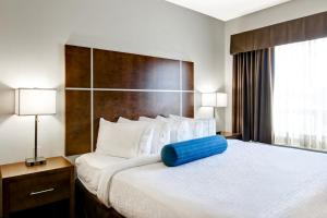 A bed or beds in a room at Canalta Selkirk