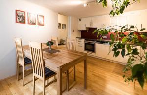 Küche/Küchenzeile in der Unterkunft Next2Mozart-Apartment