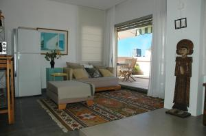 A seating area at Sea View Penthouse In Bialik Street
