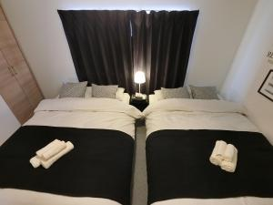 A bed or beds in a room at Osaka Namba House