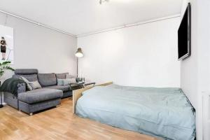 A bed or beds in a room at Fredrik's apartment in Oslo centre