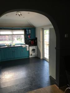 A kitchen or kitchenette at James Cook view