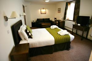 A bed or beds in a room at Stanton House Hotel