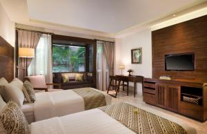 A television and/or entertainment centre at Ubud Village Hotel