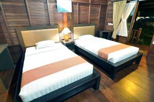 Кровать или кровати в номере Aman Gati Balangan