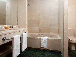 A bathroom at Apartamentos TH Las Rozas
