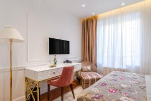 A television and/or entertainment center at Ann Luxury Rooms