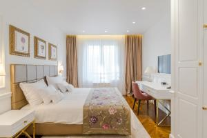 A bed or beds in a room at Ann Luxury Rooms