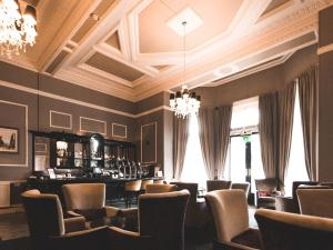 The lounge or bar area at Great Victoria Hotel