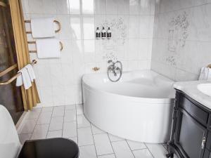Ett badrum på Hotel Eggers