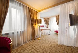 A bed or beds in a room at Vnukovo Kartmazovo Hotel