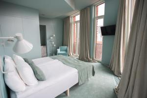 A bed or beds in a room at Redstone Boutique Hotel