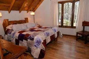 Una cama o camas en una habitación de Cabañas del Bosque