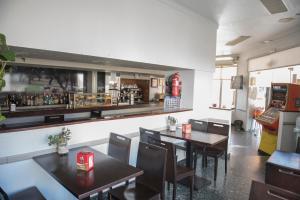 The lounge or bar area at Hostal DP El Pilar