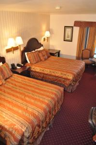 A bed or beds in a room at Hotel Seward