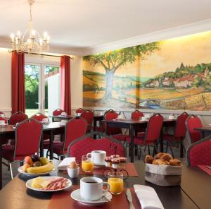 Restaurant ou autre lieu de restauration dans l'établissement Logis Carline Hôtel Restaurant