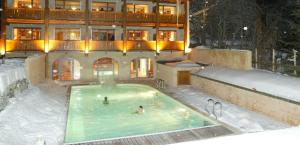 The swimming pool at or near Alliey & Spa Piscine