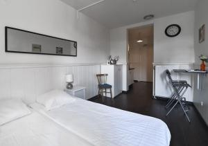A bed or beds in a room at City Hotel Vlissingen