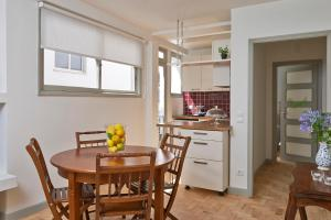 A kitchen or kitchenette at Casas do Arco