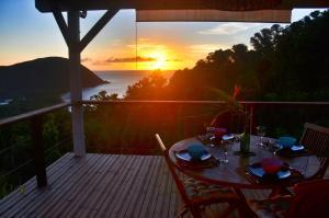 Blick auf den Sonnenuntergang/Sonnenaufgang von der Lodge aus oder aus der Nähe