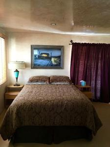 A bed or beds in a room at Bungalow in the Boulders