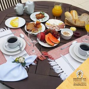 Breakfast options available to guests at Pousada Rancho da Ferradura