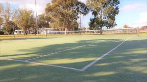 Tennis and/or squash facilities at Discovery Parks – Moama West or nearby