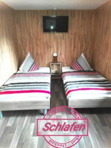 Ein Bett oder Betten in einem Zimmer der Unterkunft Ferienbungalow 1