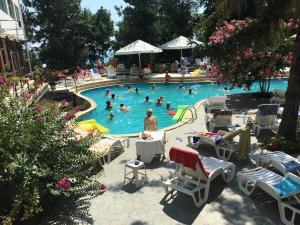 Изглед към басейн в Парк Хотел Бриз - Ол инклузив и безплатен паркинг или наблизо