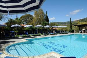 Der Swimmingpool an oder in der Nähe von Villa Teresa