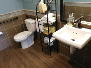 A bathroom at Wave Street Inn