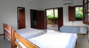 A bed or beds in a room at Casa Aldeia de Moreré