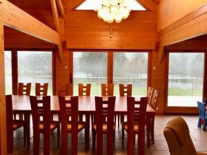 Restaurant ou autre lieu de restauration dans l'établissement Gite des étangs de Bairon et ses environs
