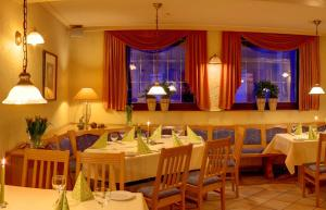 A restaurant or other place to eat at Landgasthof Schuck