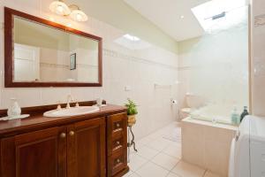 A bathroom at Taree Apartment