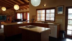 A kitchen or kitchenette at Beulah by the Lake