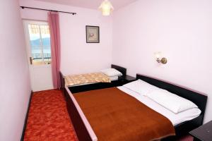A bed or beds in a room at Apartments and rooms by the sea Sucuraj, Hvar - 4029