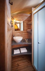 A bathroom at Camping du Garlaban