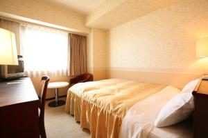 A bed or beds in a room at Hotel Select Inn Nagano