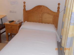 A bed or beds in a room at Hostal Restaurante Hermanos Zamora