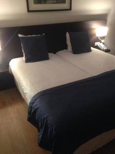 Een bed of bedden in een kamer bij Hotel Orchidee