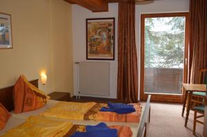 A bed or beds in a room at Chalet Kammleitn