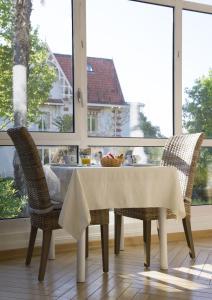 Restaurant ou autre lieu de restauration dans l'établissement Résidence de Tourisme Vacances Bleues Villa Regina