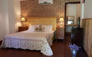 A bed or beds in a room at Agva Robin's Nest