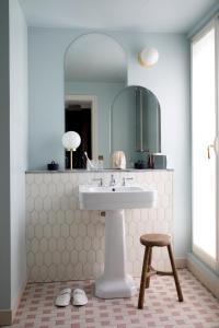 Ett badrum på Hotel des Grands Boulevards