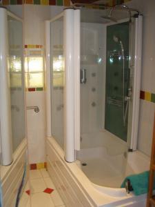 A bathroom at Chambres d'Hotes La Grange au Negre